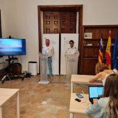El Conseller de modelo económico, Iago Negueruela, junto al director general de Economía y Ocupación del Govern, Llorenç Pou.