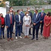 El Ministro durante su visita al Instituto de Infiesto