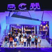 La renovada sala de fiestas BCM-Tito's en Magaluf con todo su equipo en la entrada.