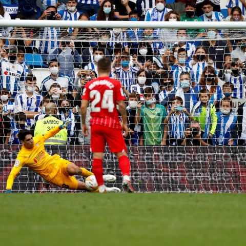 Bono para el penalti del delantero de la Real Sociedad Mikel Oyarzabal.