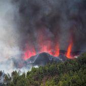 Una erupción volcánica ha comenzado esta tarde de domingo en los alrededores de Las Manchas, en El Paso (La Palma)