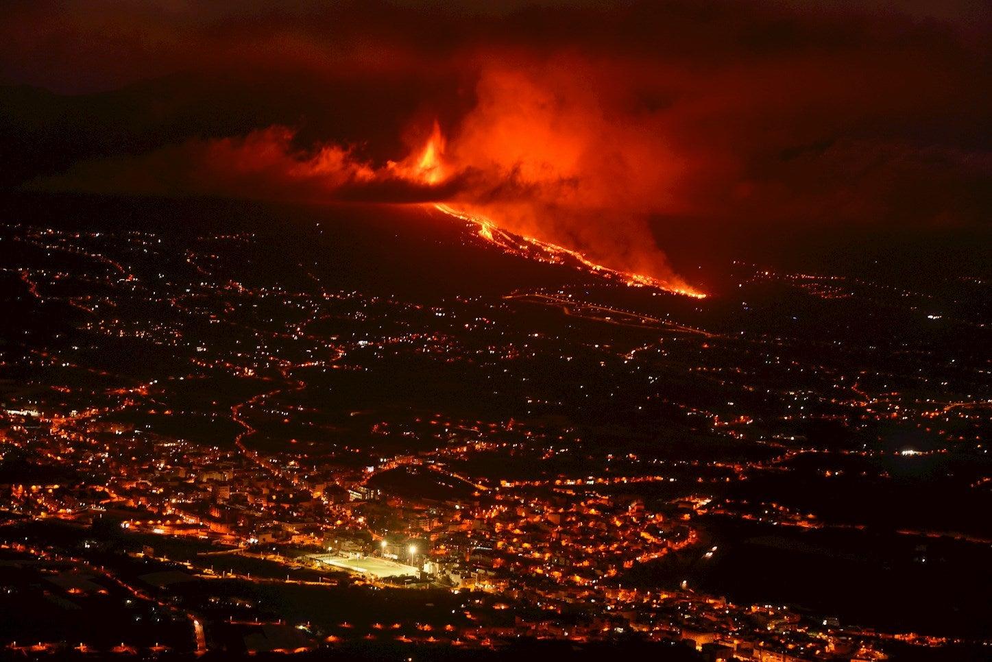 """Noelia García, alcaldesa de Los Llanos: """"No sabemos qué dirección va a coger la lava del volcán"""""""