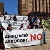 """Manifestación en Palma contra la """"ampliación"""" del aeropuerto de Palma"""