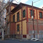 La Casa del Director de la Azucarera cuenta con suministro de luz o ascensor, según la asociación de vecinos.