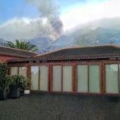 El dramático vídeo de un Guardia Civil grabando como la ceniza del volcán sepulta su casa en La Palma