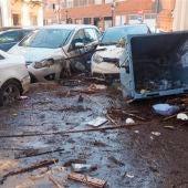 Una vecina de Lepe (Huelva) comprueba los daños en una calle de la localidad tras las fuertes lluvias