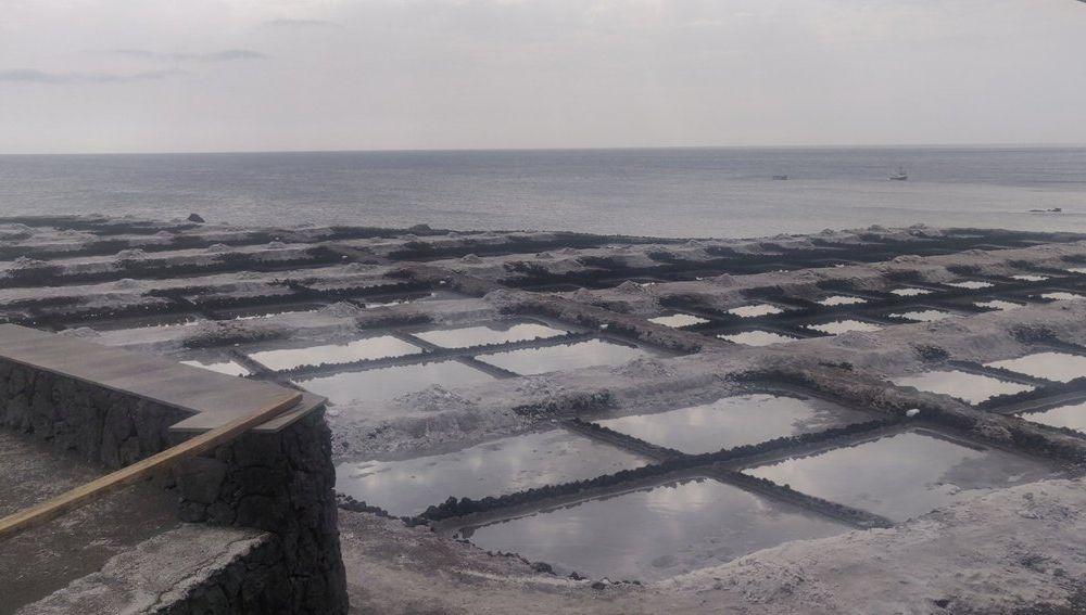 Las salinas de Fuencaliente llenas de cenizas volcánicas