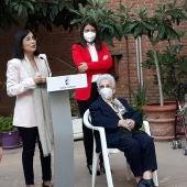 Araceli Hidalgo la primera en recibir la vacuna en la residencia Los Olmos