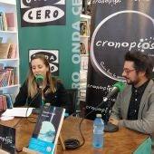 """Antonio Lucas durante la presentación de """"Buena mar"""" con Susana Pedreira en la librería Cronopios"""