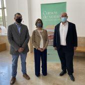 Herranz (izq) junto a Blanca Notario, directora académica UCLM y Ortega, de D. O. La Mancha