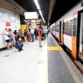 Usuarios de Cercanías esperando al tren