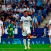 El brasileño Eder Militao, del Real Madrid, al final del partido de la octava jornada de Liga en el RCDE Stadium de Cornellá