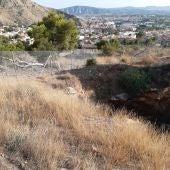 Vallan la antigua mina y varios pozos de cata de minas en la sierra de Orihuela
