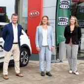 Andrés Vidal, director general de Grupo Autovidal, junto a su hermana Esther Vidal, directora comercial de Grupo Autovidal, y Elka Dimitrova, periodista de Onda Cero Illes Balears