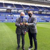 Fernando Corral con el socio número 1 del Real Oviedo, Luis Álvarez Fernández