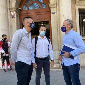 El portavoz nacional de JUPOL, Pablo Pérez, junto al responsable en Baleares, Chechu Enrique, y el abogado de Jupol, Francisco Casado.
