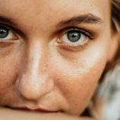 La lipoestructura facial permite mejorar la calidad de la piel en el contorno de los ojos