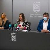 Presentación del paquete de medidas en la sala de prensa del Ayuntamiento de sAN fernando