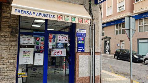 Quiosco de la avenida de Alicante de Elche que ha sellado el boleto premiado.