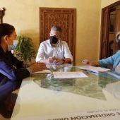 El alcalde de Rota, delegada de Turismo y responsable de Turismo de la Junta, en el Castillo de Luna