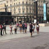 Grupo de turistas en la plaza del Pilar de Zaragoza