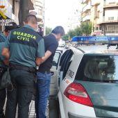 Agentes de la Guardia Civil tras arrestar al conocido como 'pequeño Nicolás' de Crevillent.