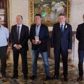 Kempes recibe la máxima distinción de la Generalitat
