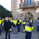 Protesta ElectroRayma delante de la Delegación del Gobierno