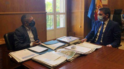 Hugo Morán y Antonio Luengo en la sede del MITECO