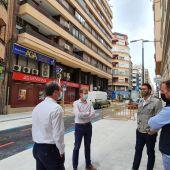 Responsables de Aguas de Alicante y del Ayuntamiento visitan la reurbanización