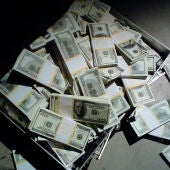 Maletín lleno de billetes