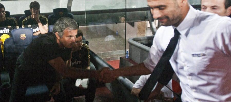 Mourinho y Pep Guardiola se estrechan la mano
