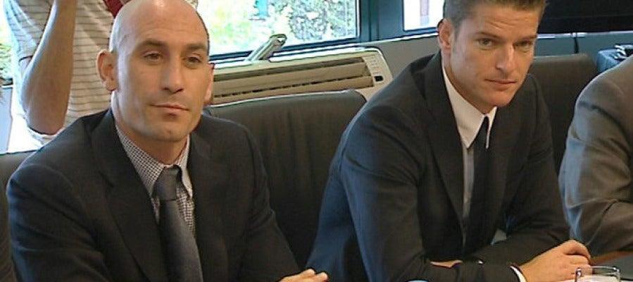 Luis Rubiales, presidente de la Asociación de Futbolistas Españoles (AFE) y Luis Gil, gerente de la AFE