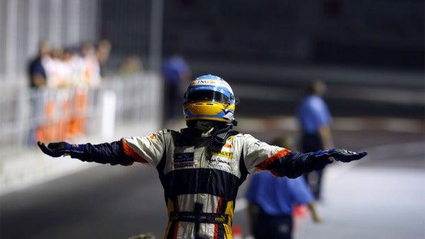 """Oyentes: """"Conservo una gorra de Fernando Alonso cuando estaba en Reanault en la que duerme mi agaporni"""""""