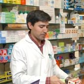 Farmacéutico en una imagen de archivo