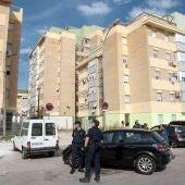 Policía nacional en la barriada de las Tres Mil Viviendas de Sevilla.