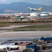 Un avión sale del aeropuerto Son San Joan, en Palma.