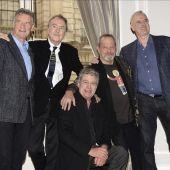 Los cinco componentes del grupo cómico británico Monty Python.