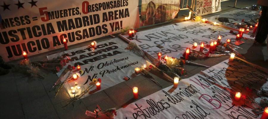 Vigilia a las puertas del Madrid Arena