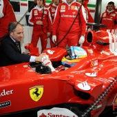 Francisco Camps saluda a Fernando Alonso