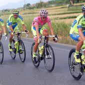 Alberto Contador en el Giro de Italia junto a su equipo