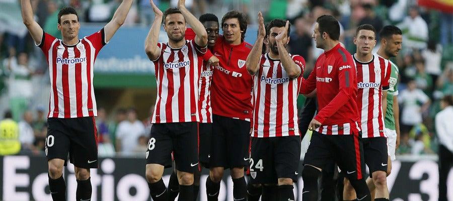 El Athletic celebra el triunfo en Elche