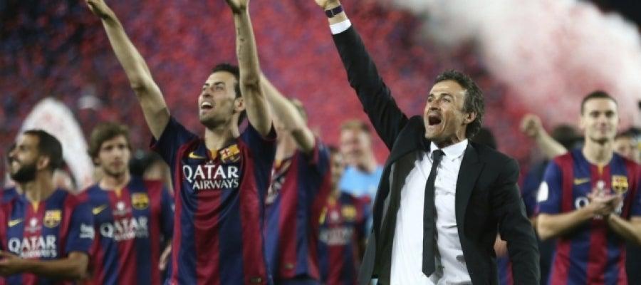 Luis Enrique, de celebración con sus jugadores