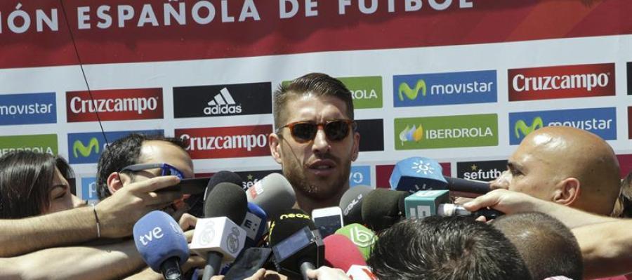 Sergio Ramos atiende a los medios en Las Rozas