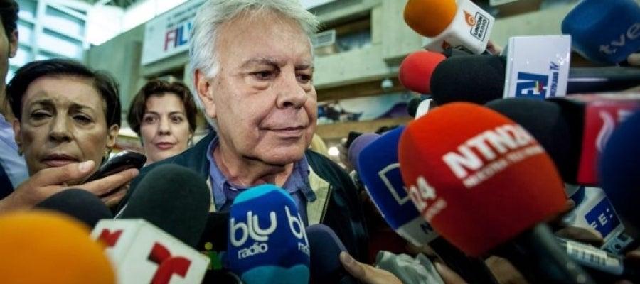 Felipe González llega a Caracas