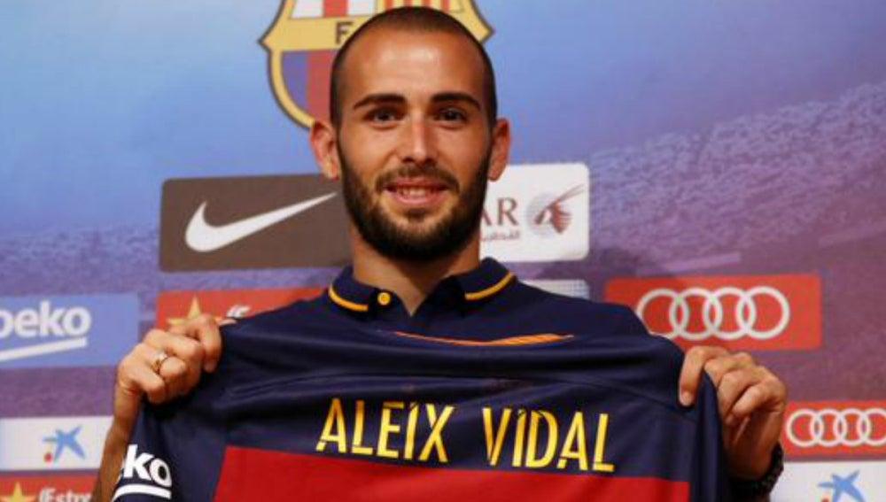 Aleix Vidal presentado como jugador del F.C Barcelona