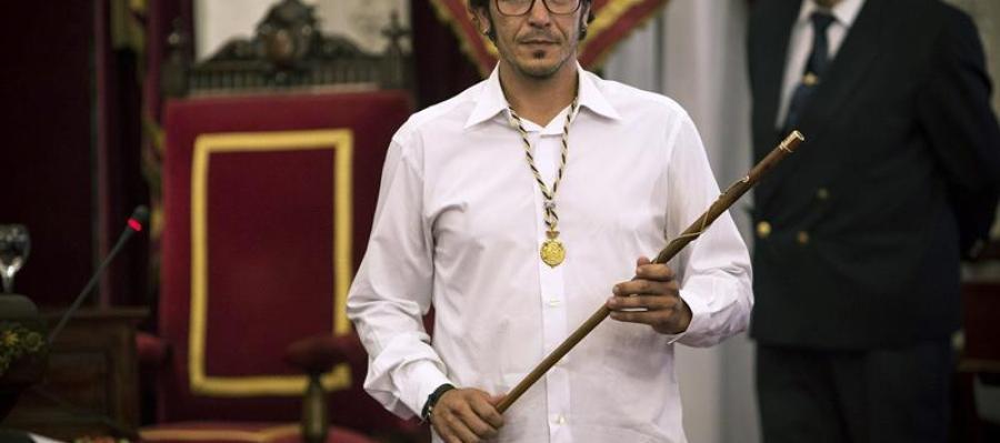 """El nuevo alcalde de Cádiz, José María González Santos """"Kichi"""", tras tomar posesión de su cargo."""
