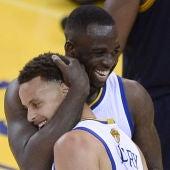 Stephen Curry celebra con Green el triunfo de Golden State ante Cleveland