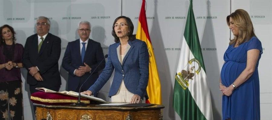 Susana Díaz durante la toma de posesión de la consejera de Cultura, Rosa Aguilar