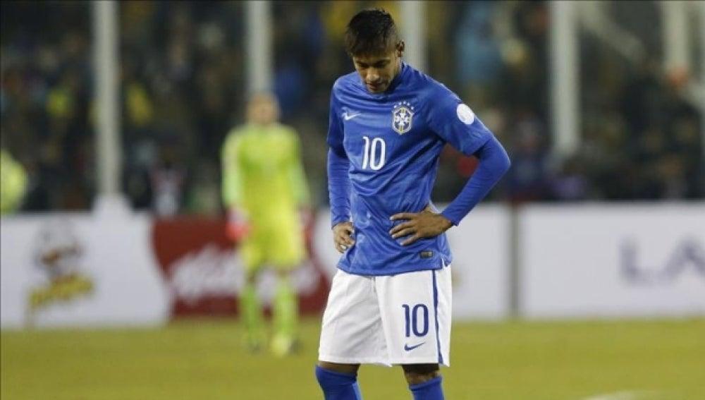 Neymar se lamenta de una ocasión fallada